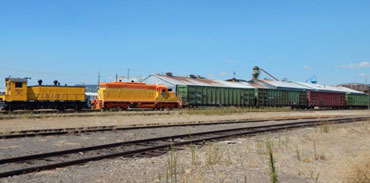 Freight-Train-(RVT-Woodchip-Train-@-White-City-OR)